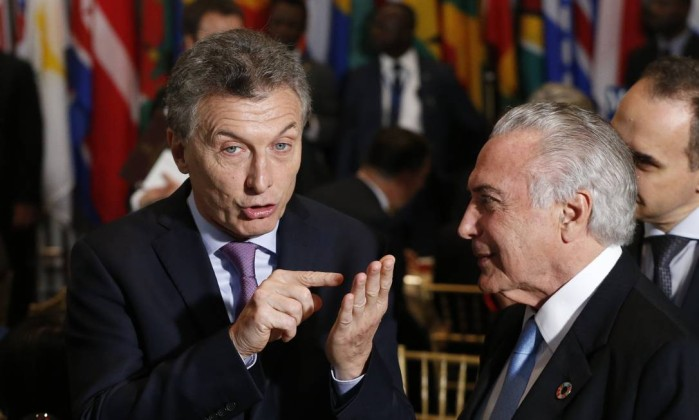 61701033_argentina_27s-president-mauricio-macri-center-speaks-with-brazil_27