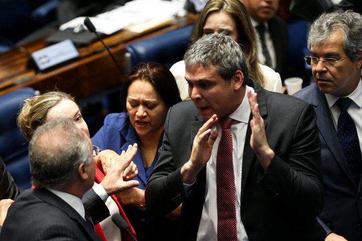 Brasília - Senadores Renan Calheiros, Gleisi Hoffmann, Fátima Bezerra, Lindbergh Farias e Jorge Viana durante o 2º dia de julgamento do impeachment da presidenta afastada Dilma Rousseff (Marcelo Camargo/Agência Brasil)
