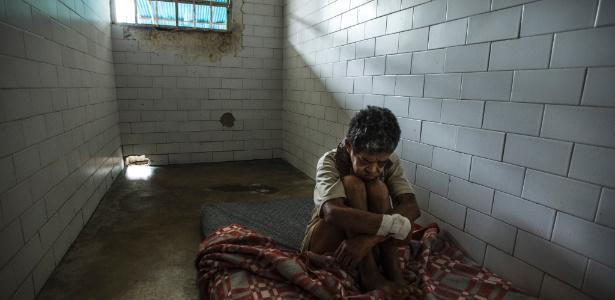 28jul2016-josefina-zapata-paciente-que-sofre-de-psicose-e-epilepsia-esta-sem-os-medicamentos-necessarios-no-hospital-psiquiatrico-el-pampero-em-barquisimeto-venezuela-1475602554300_615x300