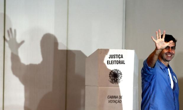 384388802-o-candidato-prefeito-do-rio-de-janeiro-marcelo-freixo-psol-vota-no-clube-paissandu-no-leblon-zona-su