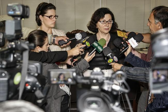 Secretaria Ana Seres Trento Comin, durante coletiva  sobre a greve dos professores e invasões de Núcleos Regionais.Curitiba, 06-02-15. Foto: Hedeson Alves