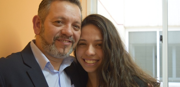 para-o-pai-da-estudanteo-advogado-e-assistente-social-julio-ribeiro-46-a-filha-e-uma-guerreira-1477588792267_615x300