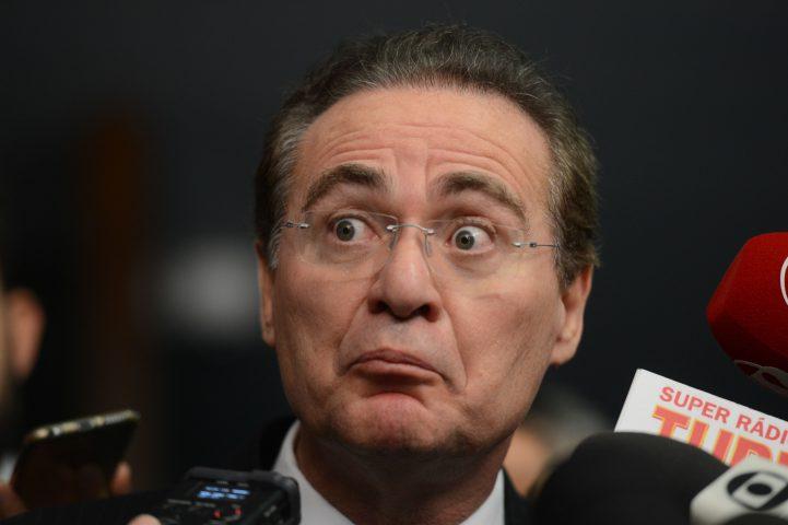 Presidente do Senado, Renan Calheiros fala com a imprensa sobre a pauta de votações da Casa (Fabio Rodrigues Pozzebom/Agência Brasil)
