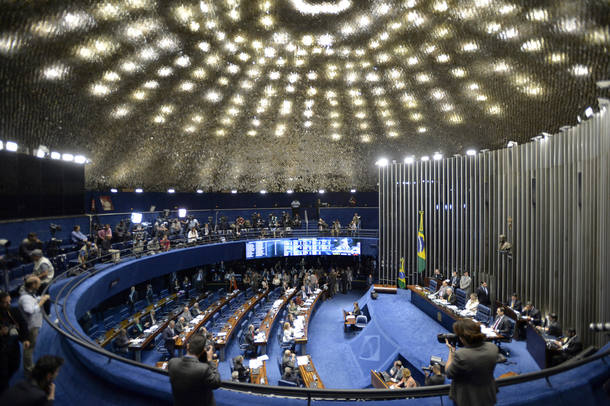 BRA1000. BRASILIA (BRASIL), 27/08/2016.- Vista general del Senado brasileño durante el juicio político contra la mandataria brasileña suspendida, Dilma Rousseff, en Brasilia hoy, 27 de agosto de 2016. El Senado brasileño inició hoy la última sesión dedicada a la presentación de testigos en el juicio político contra Rousseff, quien comparecerá personalmente el lunes, antes de que se decida sobre su eventual destitución. EFE/Cadu Gomes
