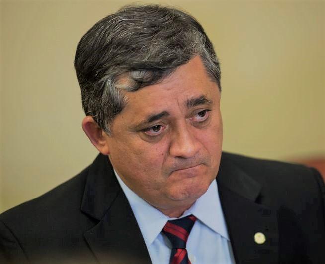 O líder do governo na Câmara, deputado José Guimarães fala à imprensa após reunião com o colegiado de líderes da base e o Ministro da Secretaria de Relações Institucionais, Pepe Vargas (Marcelo Camargo/Agência Brasil)