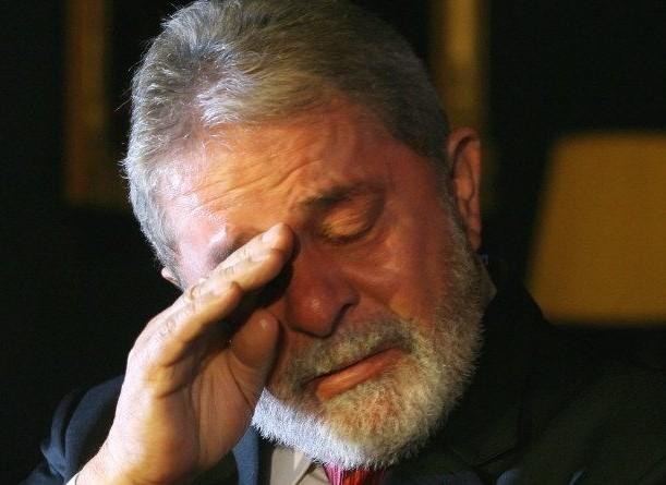 BSB COIMBRA - PORTUGAL 29/03/3011 - DILMA/ PORTUGAL - NACIONAL - O ex presidente Lula acompanhado da presidente Dilma Rousseff  durante coletiva com a imprensa no hall do hotel Quinta das Lágrimas onde falaram sobre a morte do ex vice presidente, José Alencar.  Foto.: Beto Barata/ AE