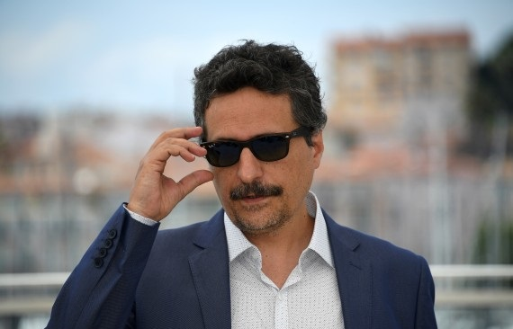 "Brazilian director Kleber Mendonca Filho poses on May 18, 2016 during a photocall for the film ""Aquarius"" at the 69th Cannes Film Festival in Cannes, southern France.  / AFP / ANNE-CHRISTINE POUJOULAT        (Photo credit should read ANNE-CHRISTINE POUJOULAT/AFP/Getty Images)"