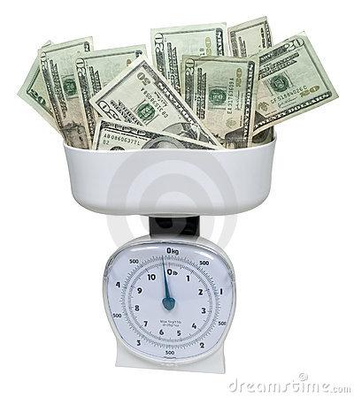 pesando-o-dinheiro-17207551
