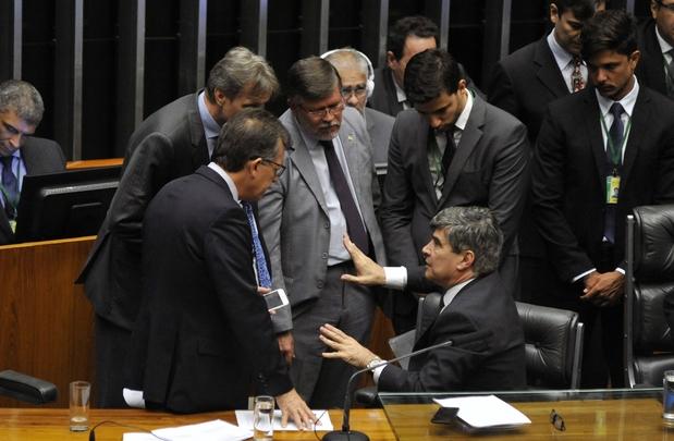 3708062912-deputados-discutem-durante-sessao-na-camara-dos-deputados-acamara
