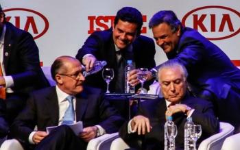 Resultado de imagem para Moro persegue Lula