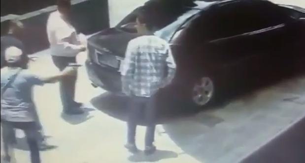1120512131-assaltantes-abordam-hospede-em-chegada-hotel-de-sp