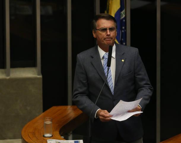 BRASÍLIA DF BSB 02/02/2016 POLÍTICA / ELEIÇÃO/CÂMARA/SUCESSÃO - Plenário da Câmara dos Deputados durante sessão para eleição da mesa diretora da Câmara. NA FOTO CANDIDATO DEPUTADO JAIR BOLSONARO NA TRIBUNA. FOTO ANDRÉ DUSEK/ESTADÃO