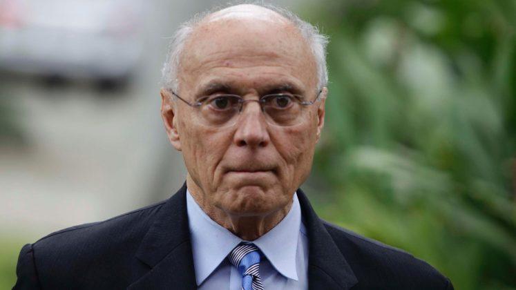 27mai2013-o-senador-eduardo-suplicy-pt-sp-participa-do-velorio-do-empresario-roberto-civita-76-filho-de-victor-civita-fundador-do-grupo-abril-no-crematorio-horto-da-paz-em-itapecerica-da