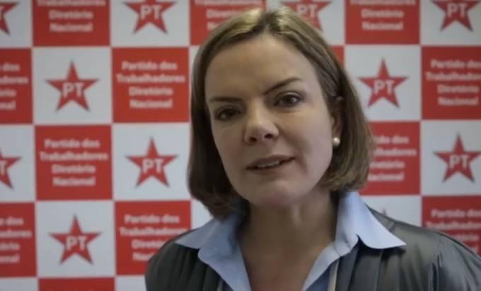 """Em ritmo de manicômio, Gleisi diz que eleição sem Lula """"será uma fraude"""""""